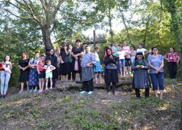 Albania, Bilaj: Święto pod Dębem