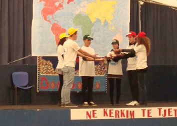 Albania: Pobożny musical 2011